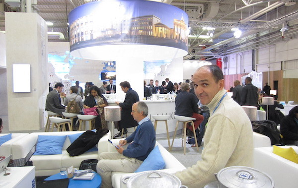 08_Golo_at_German_Stand-600-cropped