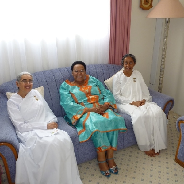 WFP Ex Director and Sis Jayanti_web